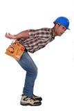 Trabajador que lleva algo pesado imagenes de archivo