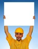 Trabajador que lleva a cabo la muestra en blanco Imágenes de archivo libres de regalías