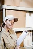 Trabajador que toma inventario Foto de archivo
