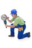 Trabajador que usa la herramienta eléctrica Imagen de archivo