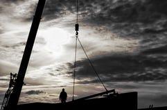 Trabajador siderúrgico blanco y negro de la silueta imagen de archivo libre de regalías