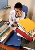 Trabajador sobrecargado Foto de archivo