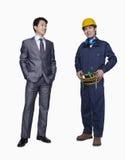 Trabajador sonriente del hombre de negocios y de construcción, tiro del estudio Foto de archivo libre de regalías
