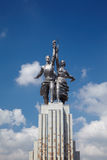 Trabajador soviético del monumento y granjero colectivo Fotos de archivo libres de regalías