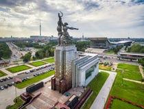 Trabajador soviético famoso y mujer koljosiana, Moscú del monumento Imagenes de archivo
