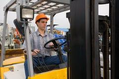 Trabajador y carretilla elevadora Fotografía de archivo libre de regalías