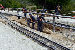 Trabajadores de carril en el ferrocarril pacífico meridional en el mundo Foto de archivo