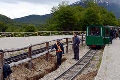 Trabajadores de carril en el ferrocarril pacífico meridional en el mundo Imágenes de archivo libres de regalías