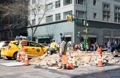 Trabajadores de construcción de carreteras Fotografía de archivo
