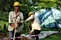 Trabajadores de construcción del parque zoológico Pekín Foto de archivo