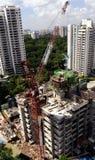 Trabajadores de construcción en el edificio alto Imagen de archivo libre de regalías
