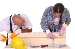 Trabajadores de construcción en el trabajo Imágenes de archivo libres de regalías