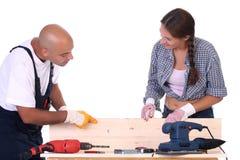 Trabajadores de construcción en el trabajo Foto de archivo