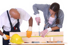 Trabajadores de construcción en el trabajo Fotografía de archivo libre de regalías