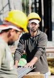 Trabajadores de construcción Fotos de archivo