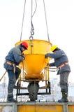 Trabajadores de construcción en el trabajo Imagen de archivo libre de regalías