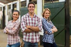 Trabajadores de granja del grupo imagen de archivo