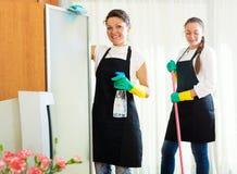 Trabajadores de la compañía de la limpieza fotografía de archivo libre de regalías