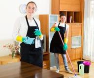 Trabajadores de la compañía de la limpieza Imágenes de archivo libres de regalías