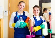 Trabajadores de la compañía de la limpieza imagen de archivo libre de regalías