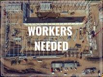Trabajadores de la palabra necesarios sobre lugar industrial desde arriba foto de archivo