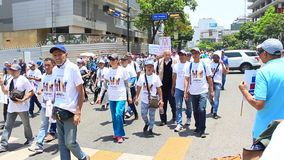 Trabajadores de las demandas del metro de Caracas para sueldos más altos en día laborable internacional en Caracas, Venezuela