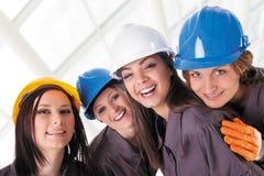 Trabajadores de mujeres jovenes de la construcción Imagen de archivo