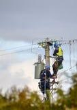 Trabajadores de poder de la electricidad Imagen de archivo