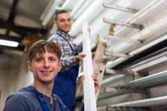 Trabajadores de producción con diverso PVC Fotos de archivo