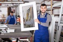 Trabajadores de producción en bata con diverso PVC acabado favorable Foto de archivo libre de regalías