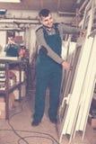 Trabajadores de producción en bata con diverso PVC acabado favorable Fotografía de archivo