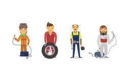 Trabajadores del coche con las herramientas de funcionamiento Imágenes de archivo libres de regalías