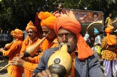 Trabajadores del partido de Bjp que celebran durante la elección en la India Imagen de archivo