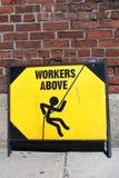 Trabajadores del peligro arriba foto de archivo
