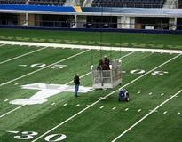 Trabajadores del Super Bowl del estadio de los vaqueros Foto de archivo