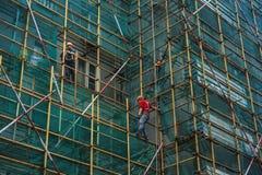 Trabajadores en el andamio