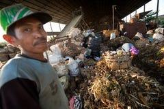 Trabajadores en un barrido en el vaciado Fotografía de archivo