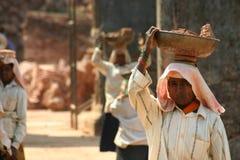 Trabajadores indios de las mujeres Imágenes de archivo libres de regalías