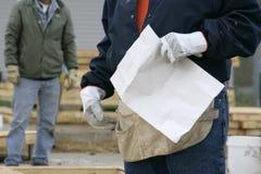 Trabajadores y planes Imagen de archivo libre de regalías