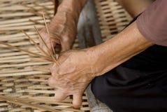 Trabajando con ratan, Annah Rais, Sarawak, Borneo, Malasia Imagen de archivo libre de regalías