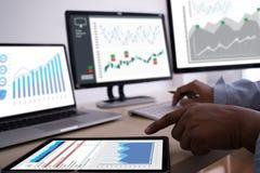 trabaje el negocio de información de las estadísticas del Analytics de los datos duros Technol imagen de archivo