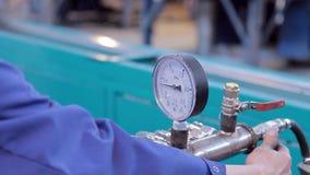 Trabaje en la producción de fábrica del equipo de calefacción metrajes