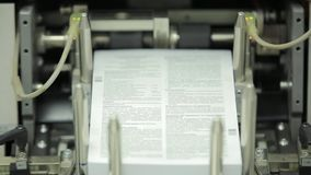 Trabaje a máquina el trabajo en casa de impresión, industria del polígrafo - equipo de la limpieza, vista delantera Equipo especi almacen de video