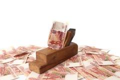Trabaje y gane Madera vieja la alisadora y los billetes de banco de la rublo rusa Fotografía de archivo