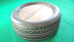 Trabajo único modificado de la tabla de los neumáticos de coche usado imágenes de archivo libres de regalías