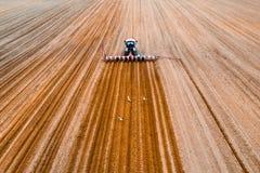 Trabajo agr?cola de la primavera foto de archivo libre de regalías