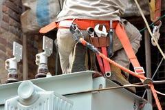 Trabajo al aire libre en el equipo de la electricidad Fotografía de archivo