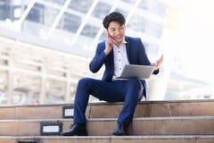 Trabajo asiático del hombre de negocios imágenes de archivo libres de regalías
