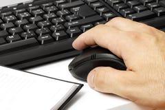 Trabajo con el ordenador. Imagen de archivo libre de regalías