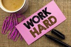 Trabajo de la escritura del texto de la escritura difícilmente Acción del logro de la motivación de la ambición de esfuerzo del é Imagen de archivo